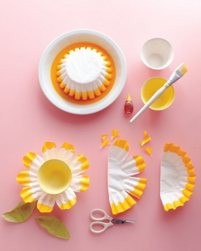 Schöne Ideen für Blumen basteln, Muffinforms, Papierförmchen für Muffins als Blumen gestalten mit Wasserfarben