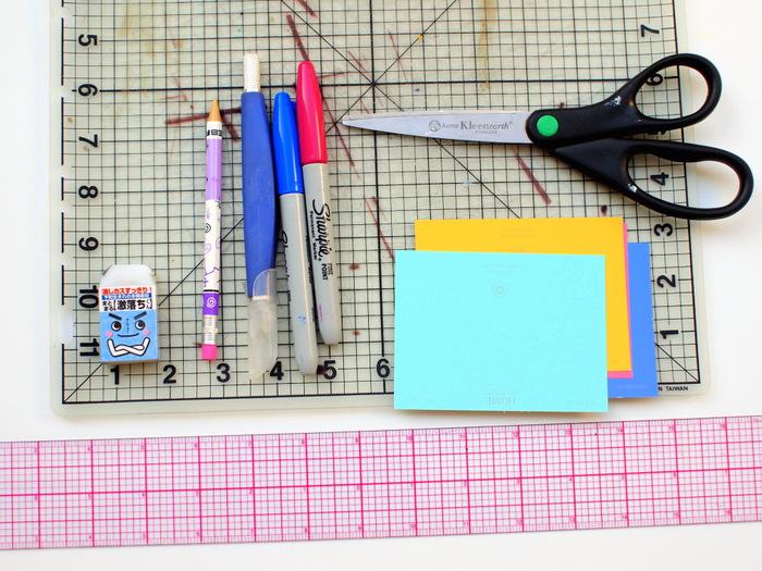 Was kann man mit Kindern basteln, Anleitungen in Bildern, die nötigen Materialien für die nächste Anleitung, Schere, Papier, Lineal bunte Stifte