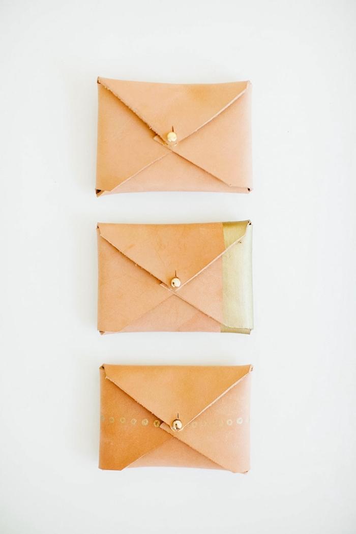 bastelideen muttertag, kleine taschen aus leder dekroiert mit goldener farbe