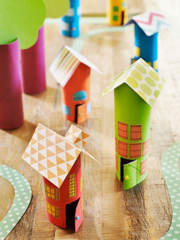einfache Bastelideen, Haus, Häuschen aus Klorollen mit Papier umkleben und Dach bauen