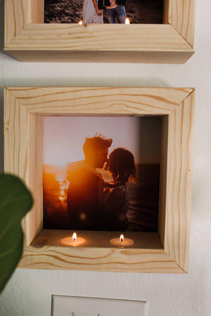 Selbstgemachter Bilderrahmen aus Holz mit zwei Teelichtern, romantisches Bild, DIY Geschenk zum Valentinstag