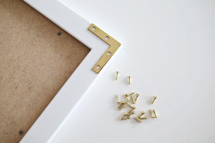 Ideen für selbstgemachte Bilderrahmen, goldene Ecken befestigen, stilvolle Wanddekoration