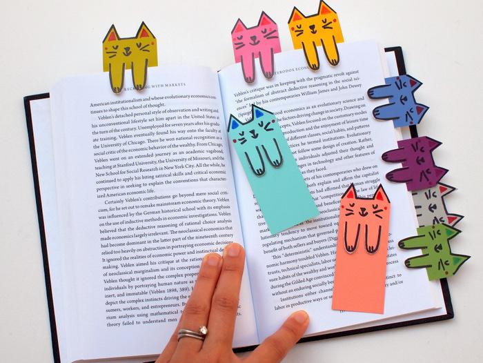 einfache Bastelideen, Lesezeichen Katze, Katzen selber zeichnen auf buntem Papier und Bookmarks daraus machen