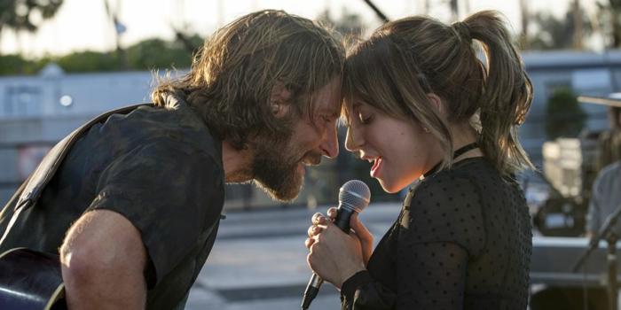 Bradley Cooper und Lady Gaga singen zusammen in dem Film A Star is born