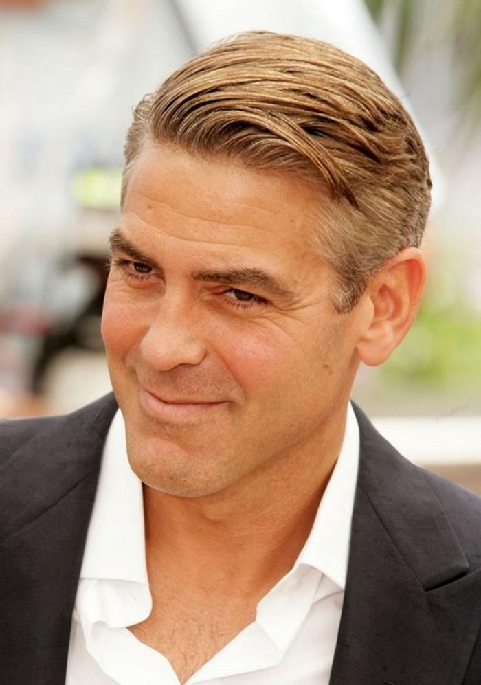 männer haarschnitt wie george clooney, idee, mann mit weißem haar färbt sich die haare mit dunkelblonder farbe, schauspieler style