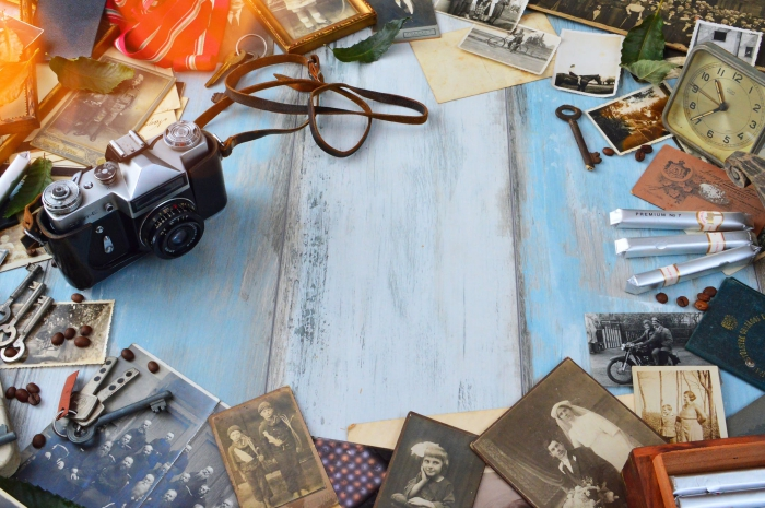 dias digitalisieren, schwarzes fotoapparat, alte papierfotos, diapositive