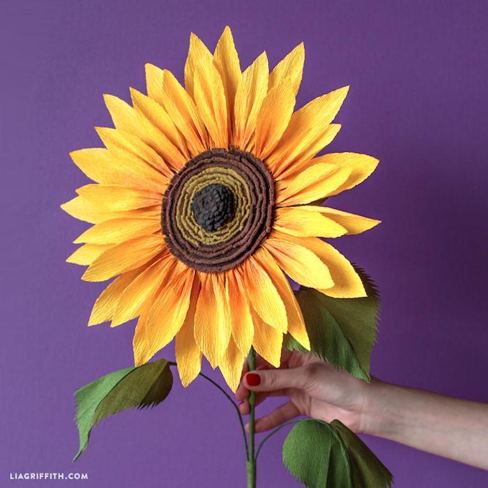 Sonnenblume aus Papier selber machen, Ideen für sommerliche Dekoration für Zuhause