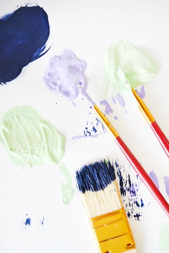 Bilderrahmen selber dekorieren, Materialien für das DIY Projekt, dünne und dicke Pinsel und Acrylfarben