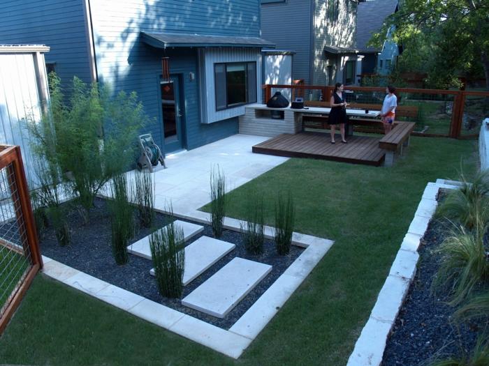 ein gepflegter Rasen, ein Garten im Hinterhof, Terrassendiele, Kies, Gartengestaltung Ideen
