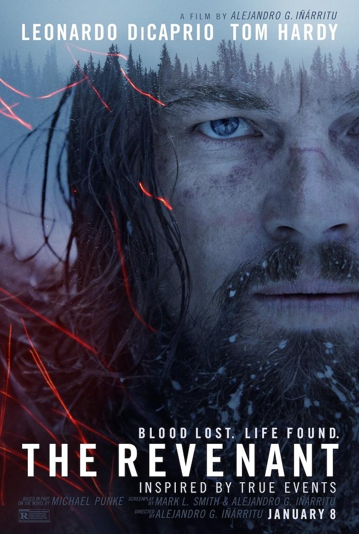 ein poster von dem film the revenant mit leonardo dicaprio, ein wald mit vielen blauen bäumen und nebel