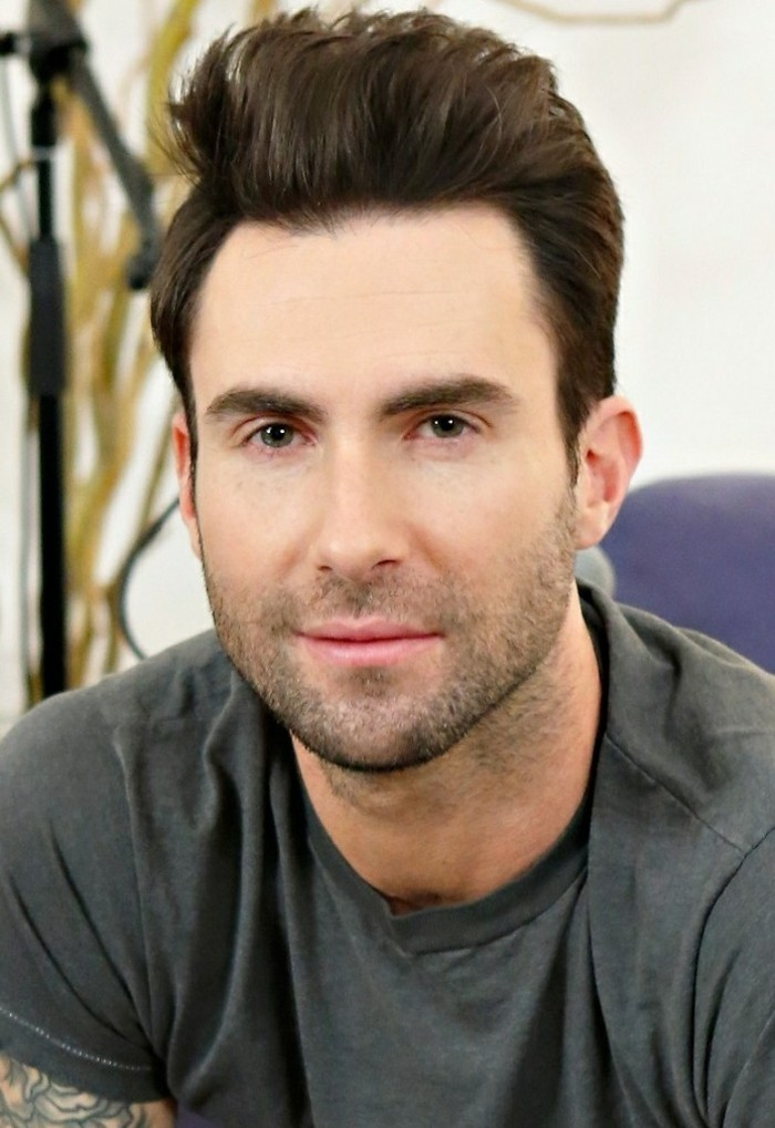 männer frisuren und ideen von den prominenten, lässiger look mit den haaren nach oben gekämmt