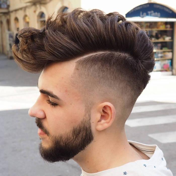 Haarschnitt lange Haare stufig, kurze und lange Haare gestalten, Bart Idee, coole Mänerfrisuren
