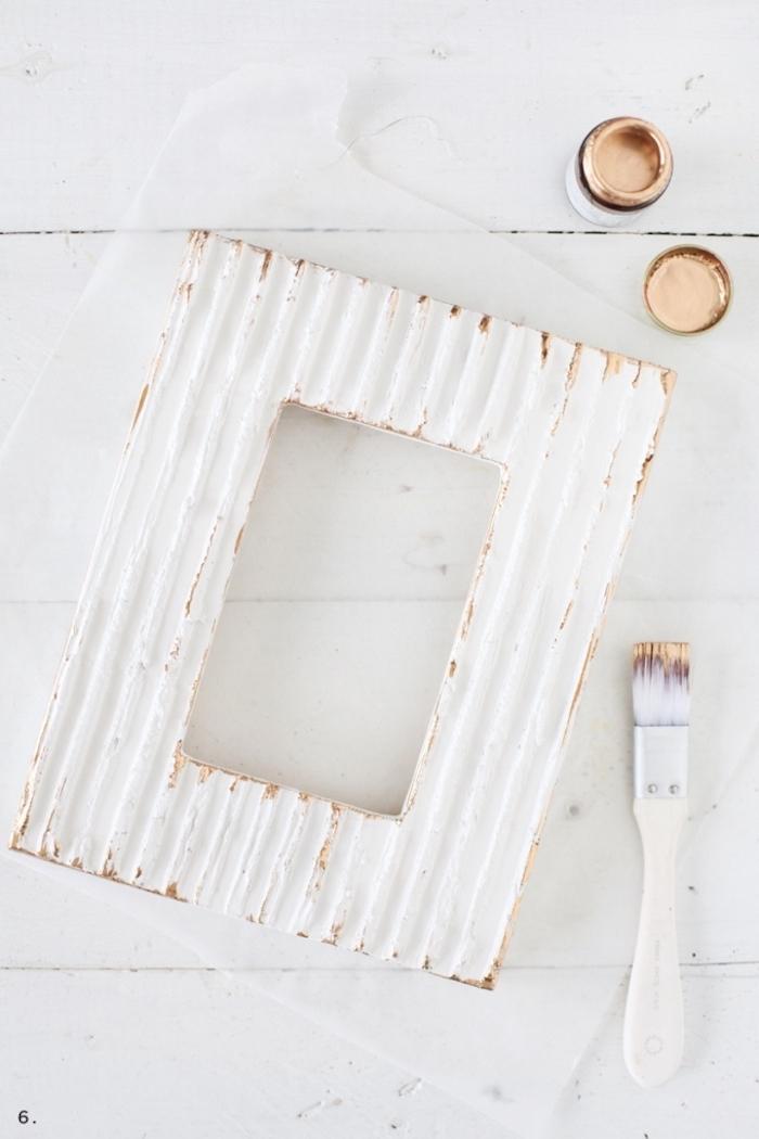Shabby Bilderrahmen selber machen, mit Gebrauchsspuren, Rahmen aus Holz weiß lakiert