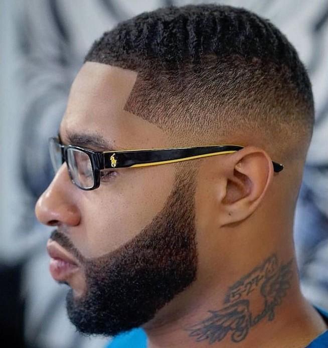Frisuren mittellang Stufig, Ideen für Männer 2019, Trendfrisur mit Bart kombiniert, Mann mit Brillen
