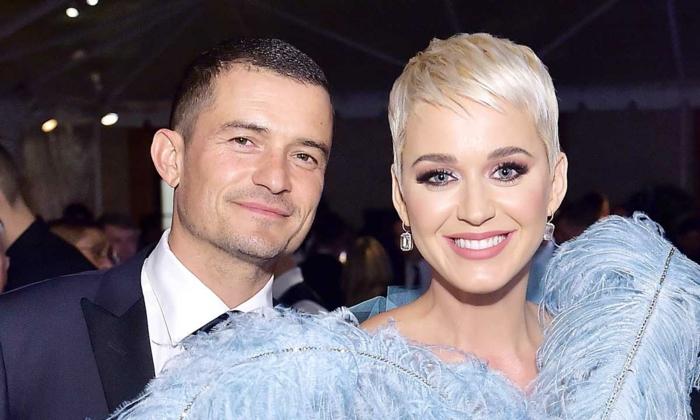 ein glückliches Paar, Orlando Bloom und Katy Perry mit geheimnisvollen Lächeln