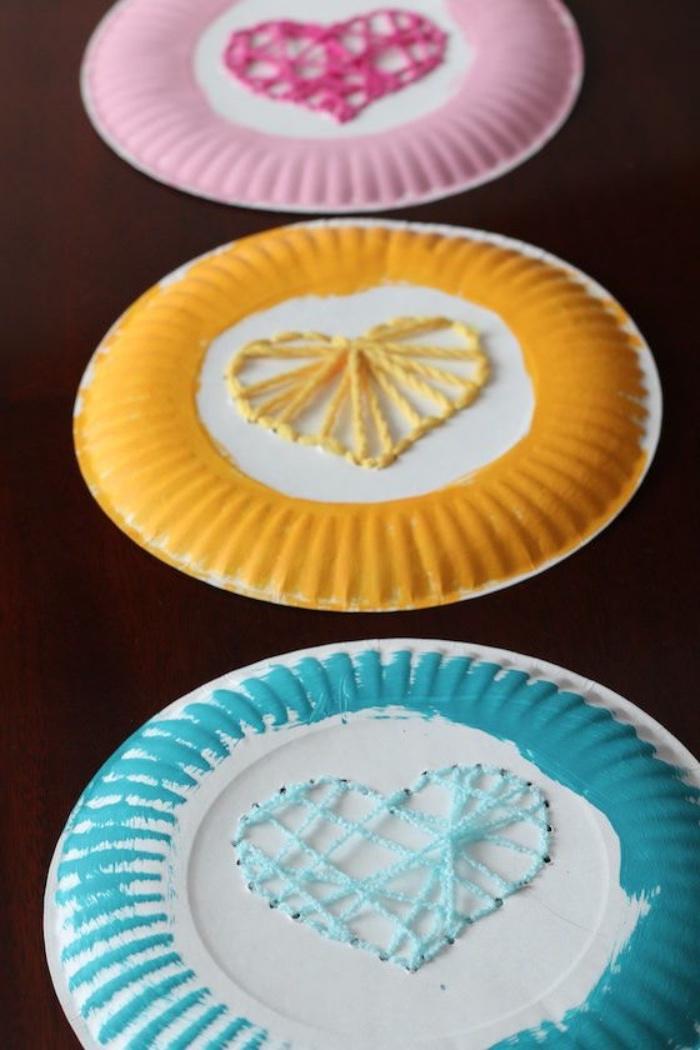Ideen zum Weihnachtsbasten mit Kindern, Teller bemalen und mit Liebe verzieren, Kekse Ingwerkekse darin behalten