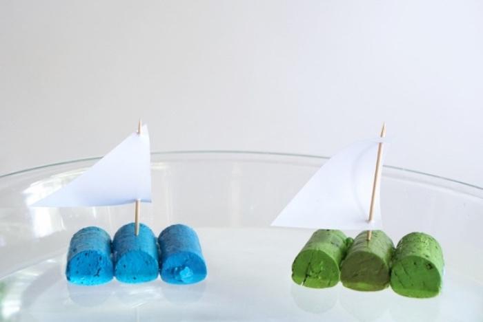 Bastelideen zum Faszinieren, Lustige Ideen für Kinder Boot selber machen, Schiff aus Korken in verschiedenen Farben gestalten und im Wasser schwimmen lassen