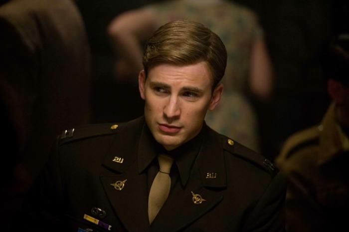 buzz cut, style ideen, mann mit blonden haaren, militär, grüne uniform, gut gepflegtes haar von einem mann