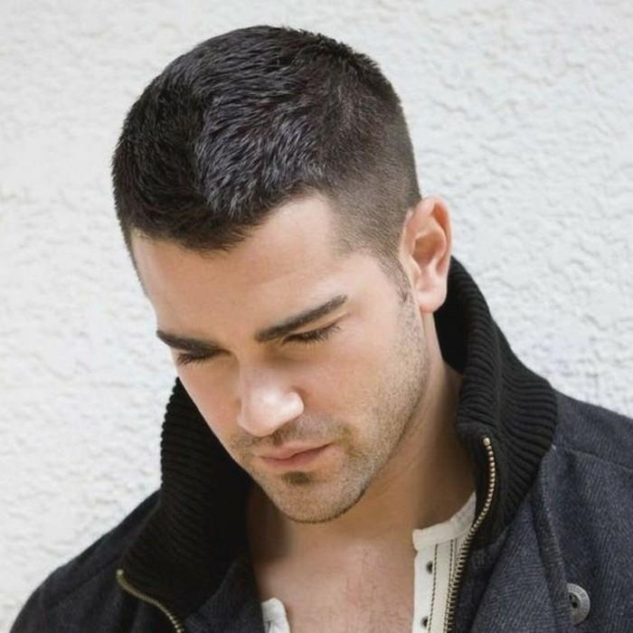 männer haarschnitt, einfache frisur für kurzes haar, haare wie die hollywood stars, selber machen