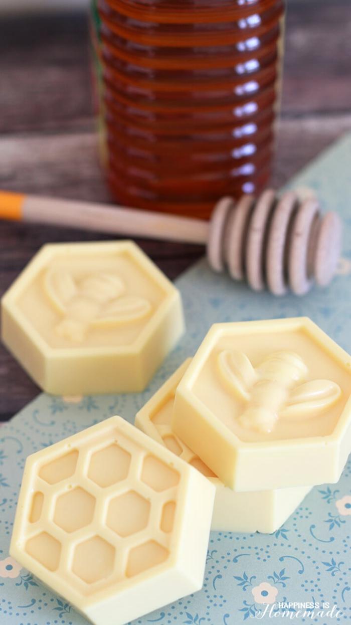 seife mit honig und milch, muttertagsgeschenk diy, kosmetik selber machen