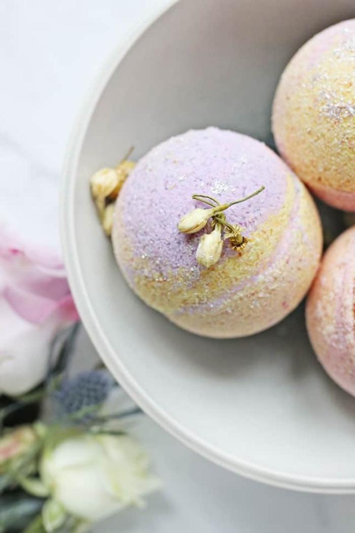 muttertagsgeschenk selber machen, badebomben mit kokosöl und espomsalz, rezept