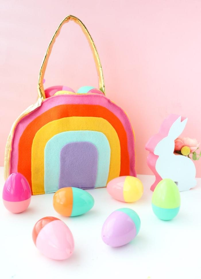 osterkörbchen selber machen, bunte eier aus kunststoff, tasche aus filzstoff, regenbogen