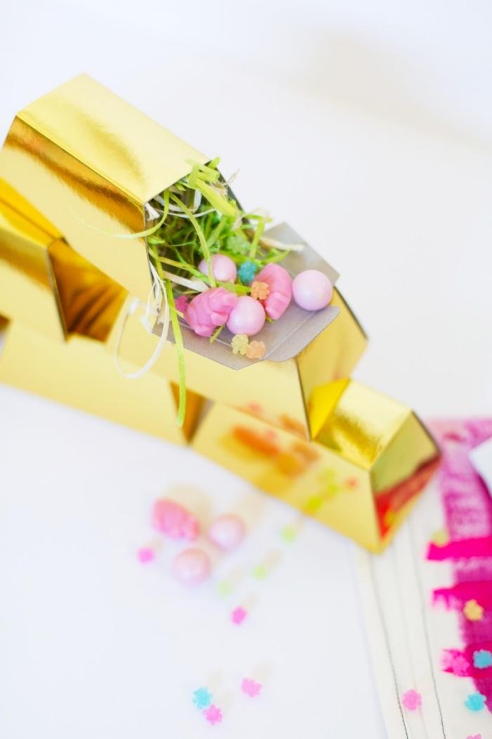 osterkörbchen falten, schachtel aus golden papier, kleine rosa eier, diy ideen zu ostern