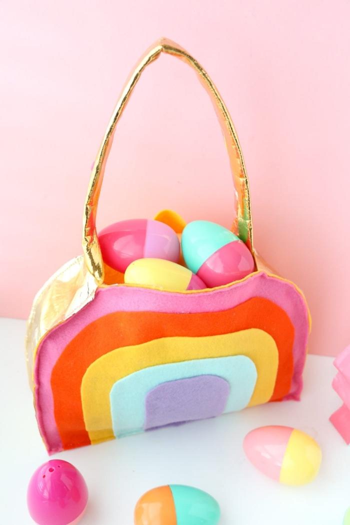 osterkörbchen basteln, korb aus filzstoff in den farben des regenbogens, bunte eier