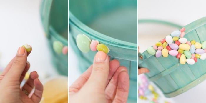 korb basteln, kleine bunte eier aus kusntstoff, blauer körbchen, diy bastelideen zum ostenr
