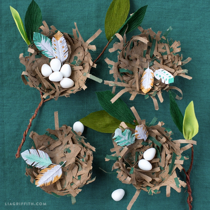 kleine weiße eier, bastelideen zum ostern, pappmache neste aus papier, osternest basteln vorlage