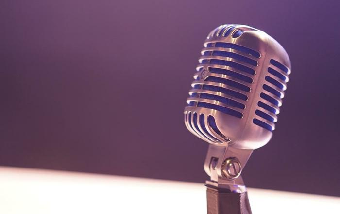 ein Lautsprecher für Künstler bei Pandora Stories