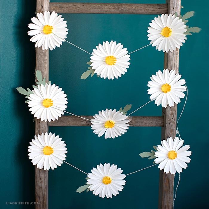 Schöne Margeriten aus Papier, Ideen für selbstgemachte Dekoration mit Papierblumen