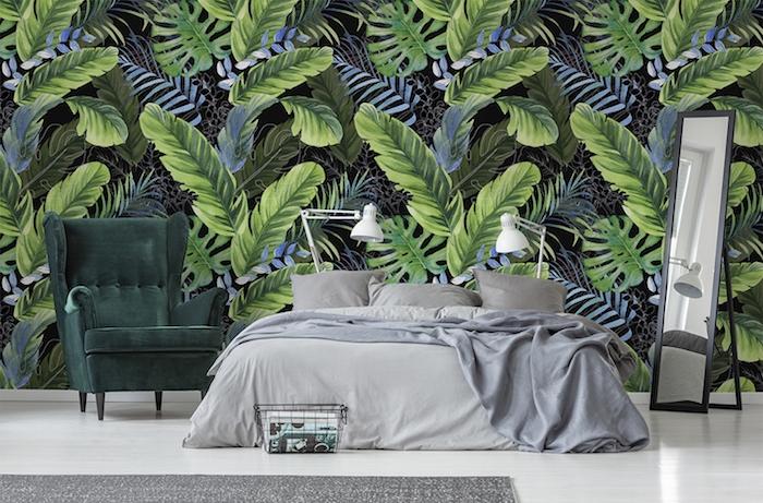 schlafzimmer mit tapete mit pflanzen