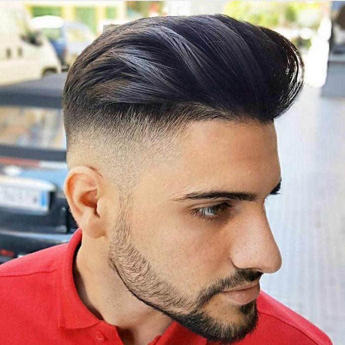 Haare selber schneiden, lang vorne, wird kürzer seitlich, Bart Style Ideen, Mann mit heller Gesichtsfarbe und dunkle Haare