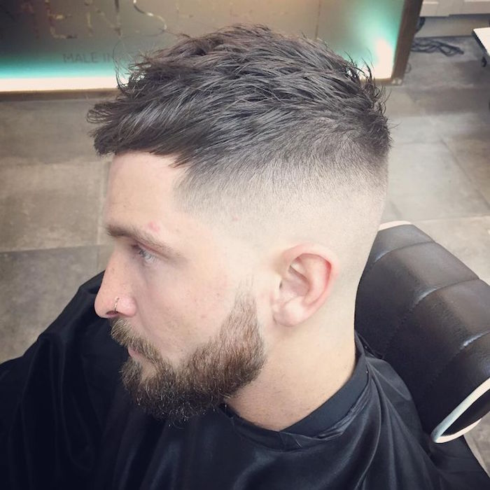 amerikanischer Stufenschnitt Mittellang Ideen, Bart und Haare stylen Ideen für Männer, Piercing an der Nase
