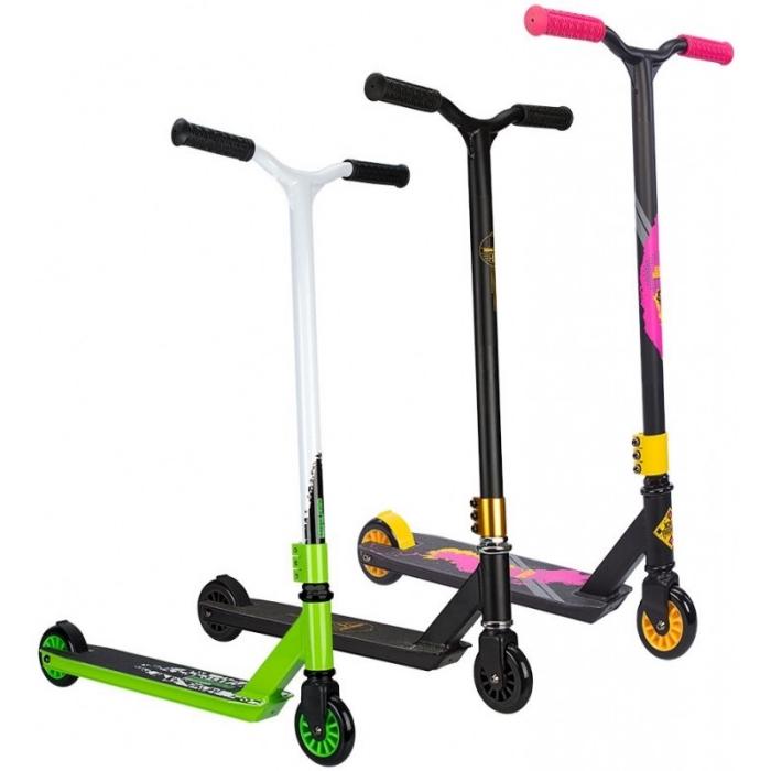 stunt scooter auswählen tipps, stuntscooter in verschiedenen farben, sportgeräte für tricks