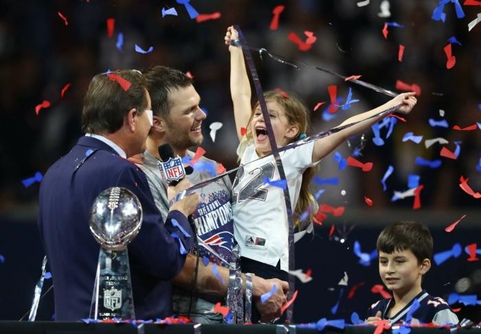 die Tochter von einem der Spieler ist von dem Sieg begeistert, etwas Positives auf Superbowl
