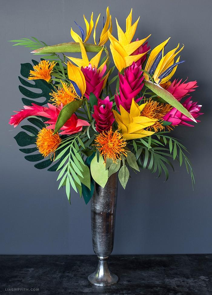 Bunter Blumenstrauß aus Papier für tropische Party, Ideen für DIY Tischdekoration