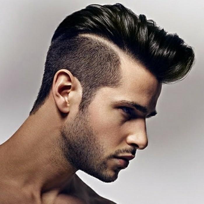 jungs frisuren trendy undercut und sidecut mit nackter linie zwischen den verschiedenen längen der haare, bart