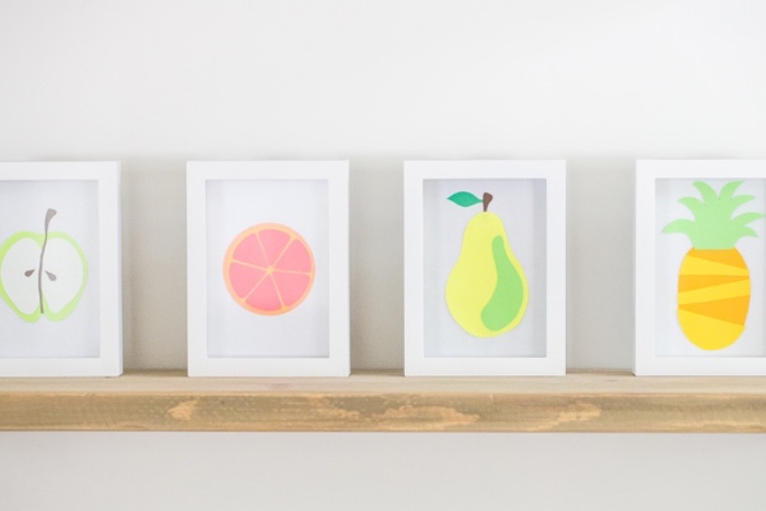 nette Bastelideen für Kinder, Bilderrahmen, weiße Rahmen mit buntem Obst und Gemüse darauf gemalen, Birne, Grapefruit, Ananas