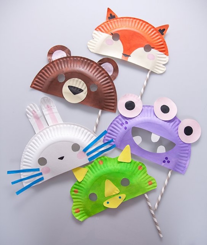 Lustige Bastelanleitungen, Frosch, Bär, Fuchs, Ufo, Hase aus Pappteller selber machen, Telle in zwei falten und Augen und Mund zeichnen oder aufkleben