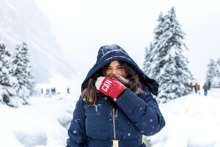 Warme und kuschelige Jacke für den Winter, dunkelblaue Jacke mit Kapuze