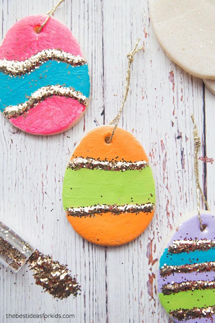 Kleine Ostereier aus Modelliermasse selber machen, mit Acrylfarben und Glitzer verzieren