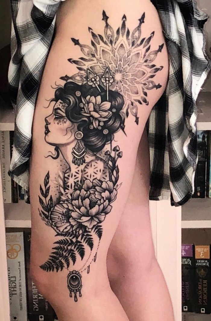 lebensblume, designideen für tätowierungen zum inspirieren, beintattoo von einer frau mit großen ohrringen und blumen rund herum