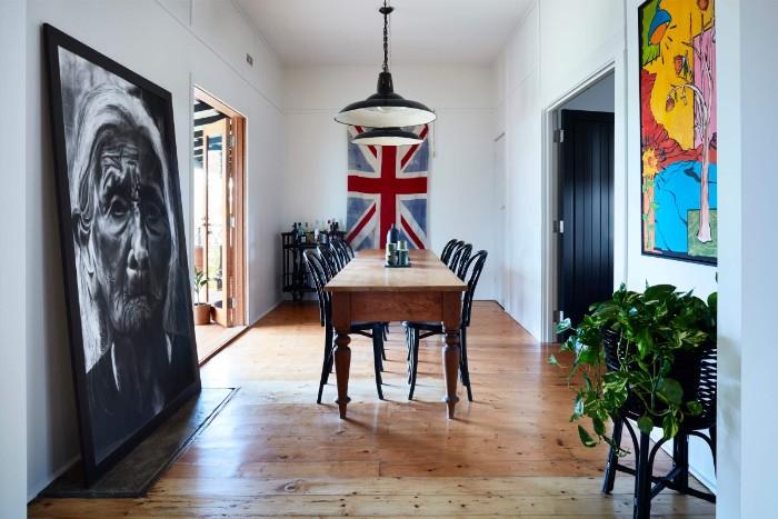 moderne gartenhäuser, das interieur von einem gartenhaus zum leben, großes bild, schwarz weiß, die flagge von großbritanien, esstisch, weltkarte