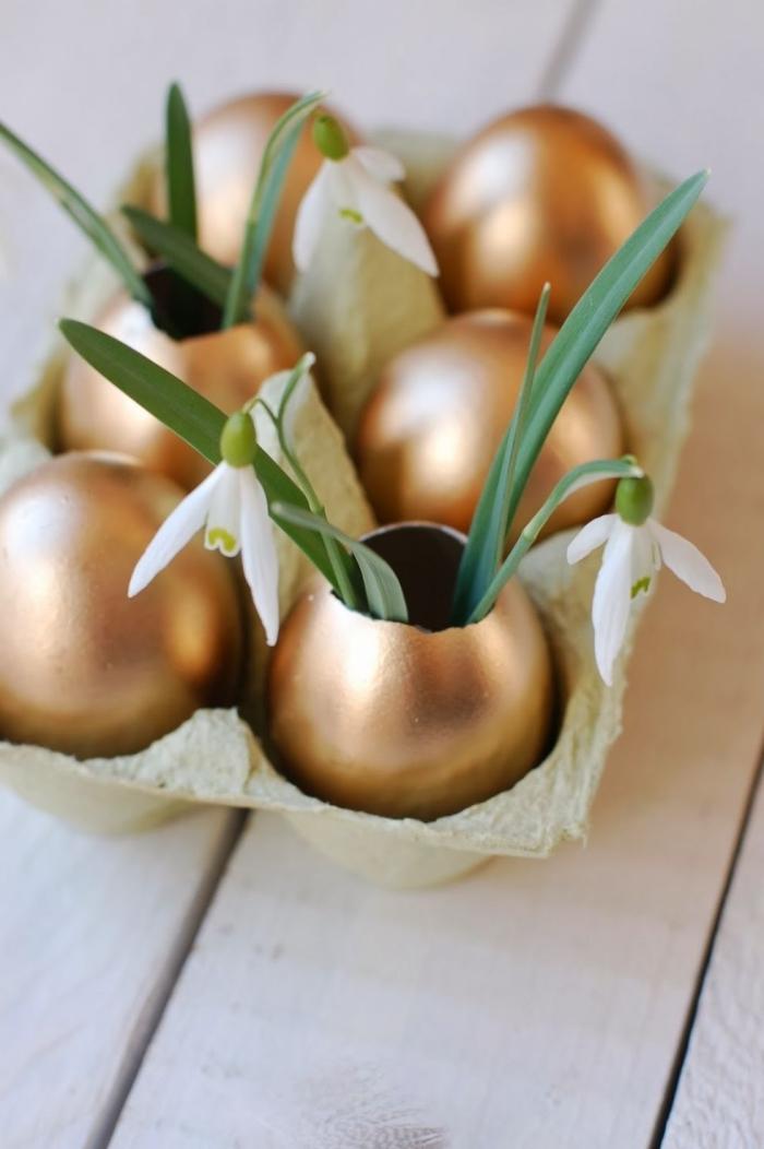 tischdeko ostern, deko ideen selbermachen, diy vasen uas goldenen eierschalen, frühlingsblumen