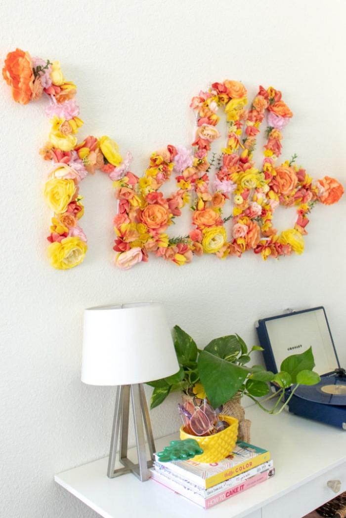 deko selber machen, große buchstaben dekoriert mit blumen, selsbtgemachte frühlingsdeko