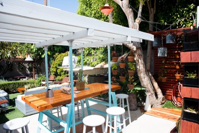 gartenhaus oder gartenveranda, schöne ideen für gärten, stühle, dekorationen
