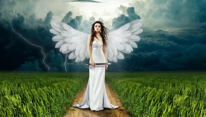 ein Engel mit weißen Flügeln und ein Dolch als Schwert, ein Mädchen mit weißem Kleid, auf einer Wiese, Kunst Bilder