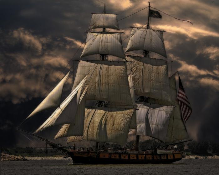 ein schöner Schiff, große Segel, ein Himmel voller Wolken, ein Meeresbusen, Bilder modern